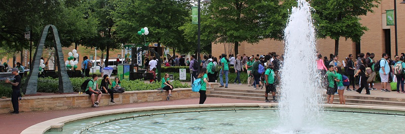 UNT students moving randomly after an event infront of Willis Library